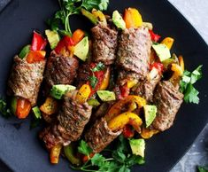 ▷ 1001 + low calorie recipe ideas for weight loss- Original ideas for weight loss menus, veal rolls with baked vegetables, peppers, parsley and avocado, healthy meals - Low Calorie Recipes, Easy Healthy Recipes, Keto Recipes, Healthy Snacks, Dinner Recipes, Healthy Eating, Cooking Recipes, Protein Recipes, Easy Weeknight Dinners