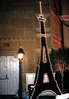 Eiffel  tower idea...this would be nice to make out of wood and use for a bedroom  or a teen dance décor, and great for a senior prom theme!