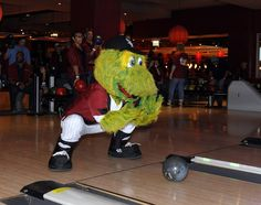 Southpaw can bowl too