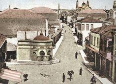 Knowned as Platia strata (wide street) today is leoforos Kalokairinou, Heraklion Heraklion, Old Maps, Crete, Big Ben, Vintage Photos, Paris Skyline, Taj Mahal, The Past, Street View