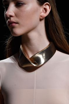 Chunky silver ribbon necklace; statement jewellery; fashion details // Narciso Rodriguez Fall 2015