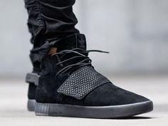 入手困難!【Adidas Tubular Invader Strap】TRIPLE BLACK BB1169