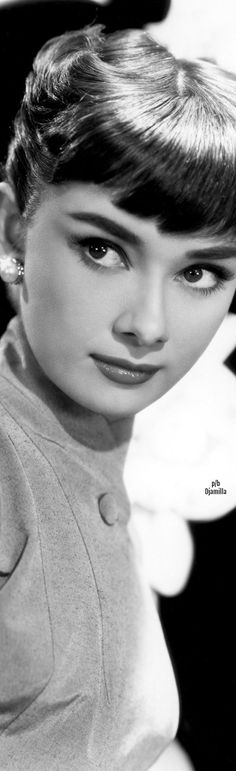 Portrait of Belgian-born American actress Audrey Hepburn as she looks to the side, Get premium, high resolution news photos at Getty Images Audrey Hepburn Pictures, Audrey Hepburn Born, Golden Age Of Hollywood, Old Hollywood, Hollywood Icons, Hollywood Stars, Divas, Bold Eyebrows, Dark Brows