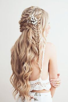 30 Exquisite Wedding Hairstyles With Hair Down ❤ See more: http://www.weddingforward.com/wedding-hairstyles-down/ #wedding