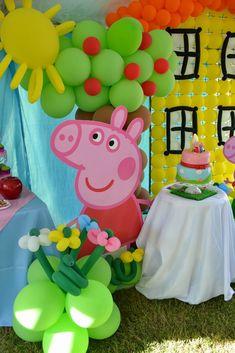 Peppa Pigé uma porquinha cor-de-rosaque vive com seu irmãoGeorge Pige seus paisPapai PigeMamãe Pig, sua melhor amiga é a ovelhaSusy. Como a porquinha vem encantando crianças pelo mundo todo…