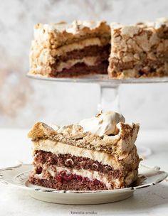 Tort sułtański z kremem chałwowym i kawową bezą