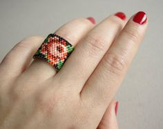 Hand beaded flower ring.Statement ring.Wide ring.Rose por nepinka