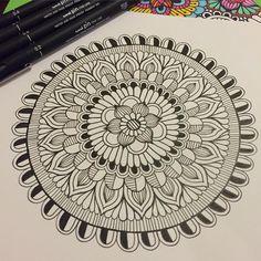 surprise surprise, another mandala ☀️ Easy Mandala Drawing, Mandala Doodle, Mandala Art Lesson, Doodle Art Drawing, Mandala Artwork, Zentangle Drawings, Mandala Painting, Cool Art Drawings, Zentangles