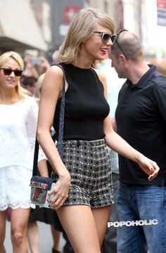 celebriupdates: - Taylor Swift out and about in New York. Taylor Swift Web, Taylor Alison Swift, Street Style 2014, Looking Stunning, Leather Skirt, Photo Galleries, Sequin Skirt, Short Dresses, Mini Skirts