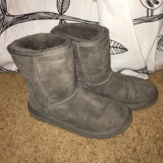 Grey UGGs [Make An Offer] overall in good shape! {Women's} UGG Shoes Winter & Rain Boots