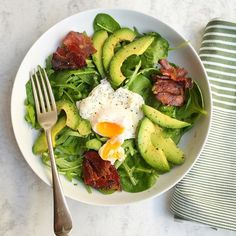 For #breakfastweek chosen one of my favourite ways to start the day - #breakfast #salad of rocket & spinach grilled wild boar bacon from Sillfield farm a poached egg & a perfect avocado half. Drizzled with lemon juice - vitamin C makes the iron more #bioavailable from greens. #goodfats #lowcarb #paleo #leanmeals #wellbeing #nutrition #fatloss #weightloss #musclefood #yummy #eatwell #healthyfood #healthyeating