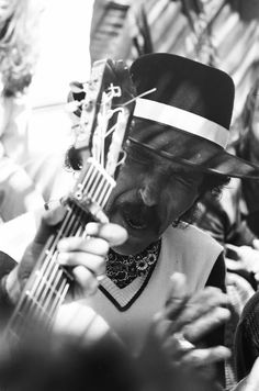 I bet ya'll did'nt know the Gypsies come that dark,Yeah This is Jose Reyes The Father Of The Gipsy Kings from Spain/Perpignan,France.