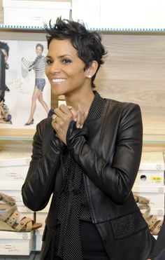 THAT HAIR! I LOVE IT! Halle Berry