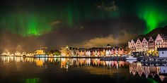 """""""Nordlys over Bryggen i Bergen"""" - Veggbilder Fotokunstner - Veggbilder.no"""