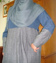 Beautiful Ideas For Every Muslimah: DIY Abaya in 2 hours! Diy Fashion No Sew, Fashion Sewing, Modest Fashion, Hijab Fashion, Diy Clothes Tutorial, Made Clothing, Fashion Design Sketches, Sewing Projects For Beginners, Couture