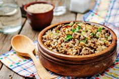Here's a great Organizing Day dinner to make ahead. I would use quinoa instead of rice due to an allergy. Cozy Fall Comfort Food: Veronica's Lentils and Rice with Cabbage Salad - The Pure Bar Rice Dishes, Food Dishes, Rice Bowls, Lentils And Rice, Brown Lentils, Arroz Frito, Crispy Onions, Caramelized Onions, Lentils