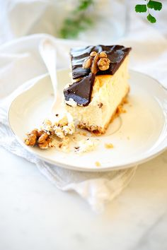Honey cheesecake with ganache and walnuts (opt: lime)