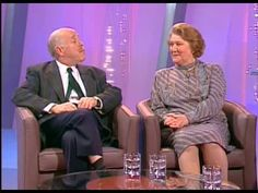 Keeping Up Appearances: Interview with Patricia Routledge (Hyacinth Bucket) and Clive Swift (Richard Bucket). The host is Judi Spiers. British Tv Comedies, British Comedy, British Actors, Funny Sitcoms, English Comedy, Celebrity Books, Color Television, Keeping Up Appearances, Comedy Tv