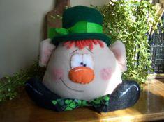 Primitive St. Patrick's Day Leprechaun Bowl Filler Shelf