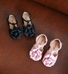 Toddler Shoes-Super Soft & Comfortable Flat Shoes! Pink & Black Big Flower Litte Girl Shoes Material: PU leather & rubber Perfect for weddings, birthday, communion, baptism, christmas or baby shower gift