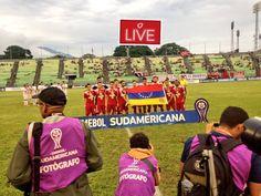 Por @OscGuardia Caracas FC acaba de hacer esto en un partido de Copa Sudamericana #Caracas #CaracasFC #Venezuela #Bandera #Flag #Fútbol #Football #Soccer #Protesta #Resistencia #Política #Politics #Deporte #Sports