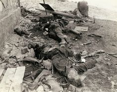 These three dead German Waffen-SS troops were a three man 'Panzerschreck' team that tried to slow up the advance of an American armored column and were killed by a direct hit. Note the German Sturmgewehr 44 and Raketenpanzerbüsche near the corpses. German Soldiers Ww2, German Army, Military History, World War Ii, Wwii, Old Pictures, Horror, Germany, Berlin