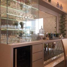Prateleira de vidro: item simples que traz funcionalidade e estilo aos cômodos