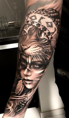 100 tatuagens masculinas no braço para você se inspirar - Fotos e Tatuagens Native Indian Tattoos, Indian Girl Tattoos, Western Tattoos, Native American Tattoos, Warrior Tattoo Sleeve, Tiger Tattoo Sleeve, Fake Tattoo Sleeves, Sleeve Tattoos, Forearm Tattoo Design