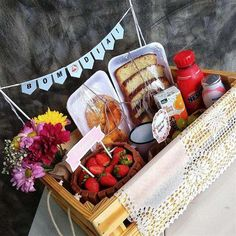 Diy Gift Baskets, Christmas Gift Baskets, Breakfast Basket, Flower Box Gift, Brunch, Birthday Breakfast, Birthday Gifts For Kids, Friend Birthday, Party In A Box