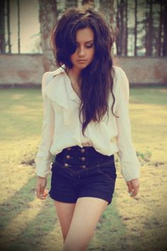 loose ruffle shirt and high waisted shorts. This may be my absolute favorite outfit that I've seen on Pinterest!!!!❤❤❤