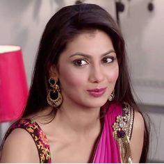 Sriti jha as Pragya All Actress, Indian Tv Actress, Indian Actresses, Sriti Jha, Baby Pearls, Kumkum Bhagya, India Beauty, Heroines, Bollywood Actress