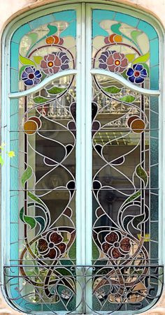 Art Nouveau Window at Casa Agustí Anglora - c. 1890 - Roger de Llúria 074 b, Barcelona - Architect: Isidre Reventós i Amiguet - Photo by Arnim Schulz - https://www.flickr.com/photos/arnimschulz/2080618142/in/pool-372239@N22/