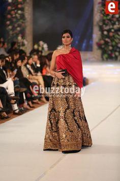 #sanaSafinaz presenting collection on Pakistan bridal week pinned by #sidraYounas