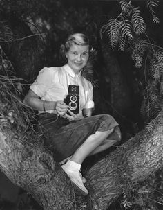 """Barbara Bel Geddes starred in """"Foghorn"""" Alfred Hitchcock Presents 1958 Barbara Bel Geddes, Glynis Johns, Tales From The Crypt, Alfred Hitchcock, Love Movie, Best Actress, Picture Photo, Movie Stars, Dallas"""