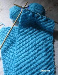Estava dando uma olhadinha nas minhas receitas de tricot quando achei esse ponto. E como já tinha uns novelinhos de Nina resolvi fazer est...