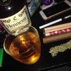 Girl Smoking, Smoking Weed, Flavored Vodka Drinks, Rauch Fotografie, Thug Girl, Alcohol Aesthetic, Gangster Girl, Trippy Wallpaper, Stoner Art