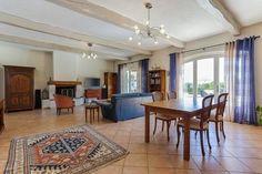 Salon des chambres d'hôtes et gîte à vendre à Châteauneuf de Grasse