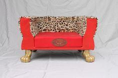 Hund: Schlafplätze - Hundesofa mit Bretz Goldene Löwenfüßen - ein Designerstück von Mari-Pieper bei DaWanda