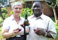 Bodegas Linga Wines revoluciona el concepto de vino en República de Malawi http://www.vinetur.com/2013040211960/bodegas-linga-wines-revoluciona-el-concepto-del-vino-en-republica-de-malawi.html