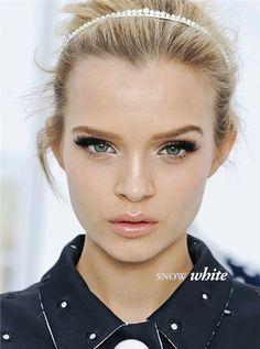 Sunnie Brook Holiday Makeup 02