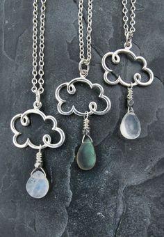 Hey, j'ai trouvé ce super article sur Etsy, chez https://www.etsy.com/fr/listing/197974048/cloud-necklace-cloud-jewelry-raindrop