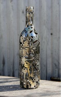 keys around a #wine bottle- awesome #DIY piece of art for your garden or home!!