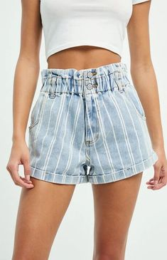 All About Fashion: PacSun will have you embracing bold stripes in the Stripey Paperbag Waist Denim Mom Shorts. These classic high-rise shorts come in a striped print and feature a paperbag waist, cuffed hem, side pockets, and duo button front closure. Fashion Kids, Top Fashion, Teen Fashion Outfits, Summer Outfits Women, Summer Clothes For Teens, Cute Teen Clothes, Fashion Shorts, Cute College Clothes, Summer Concert Outfits