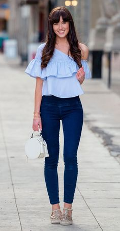 See the week's most inspiring spring / summer outfit ideas, from from bright colored layers to chic athleisure ensembles. Get the looks here! Neue Outfits, Chic Outfits, Summer Outfits, Fashion Outfits, Urban Chic, How To Look Classy, Comfortable Outfits, Casual Chic, Fashion Clothes