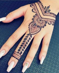 ▪▪랜덤 한 것▪▪ 17 beautiful henna designs & Struggling Soul 17 beautiful henna designs & Struggling Soul Simple Henna Tattoo, Henna Tattoo Hand, Henna Tattoo Muster, Cute Henna Tattoos, Cool Henna, Henna Mehndi, Mehendi, Henna Mandala, Mandala Tattoo