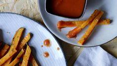 Kasvisranskikset herkullisilla dipeillä on helppo vaihtoehto perunalisukkeelle aterialla tai kiva tarjottava illanistujaisiin.