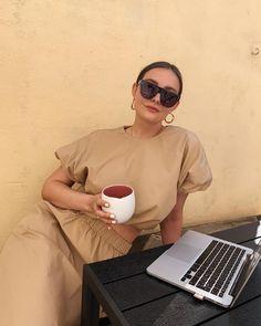 Paulien 🌙 (@paulienriemis) • Instagram-foto's en -video's Photo And Video, Sunglasses, Skirt, How To Wear, Instagram, Outfits, Inspired, Videos, Girls