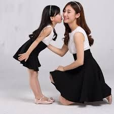 """Do you like my kisses, Mommy? Mother Daughter Photos, Mother Daughter Matching Outfits, Mother Daughter Fashion, Mom Daughter, Matching Family Outfits, Twin Outfits, Mommy And Me Outfits, Couple Outfits, Kids Outfits"