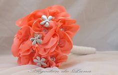 Un ramo Coral salido de un arrecife de flores plateadas y cristales Deslumbrar e ir perfecta está en tú mano.Nunca seas una más, sé tú que eres magnífica.Atrevete a soñar, a vivir, a desear, a imaginar y sobre todo,...Sentir. Por siempre jamás con sus ramos de novia con flores de tela. 606619349 o escribenos algodondeluna@gmail.com