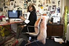 the office of Jenna Lyons, creative director at J Crew White Office Decor, Black And White Office, The Office, Red Black, Office Chic, Office Style, Jenna Lyons, J Crew Style, Work Inspiration